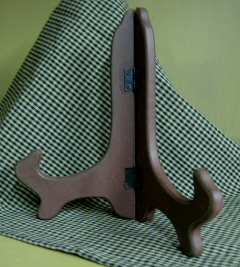 "7"" wood plate stand, burgandy"